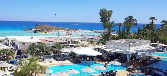 Трехзвездочные отели Кипра первой линии с песчаным пляжем и услугой