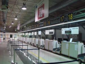 В аэропорту находится два терминала – прибытия и вылета