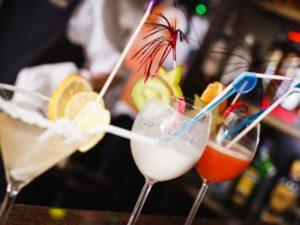 В барах подают вкусные коктейли