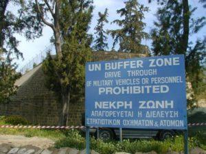 Граница между Южным и Северным Кипром