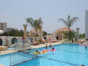 Бассейн отеля New Famagusta