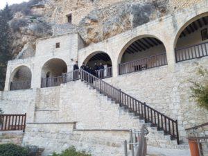 Вход в пещерный храм