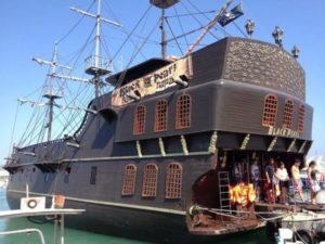 Корабль Джека Воробья в Айя-Напе