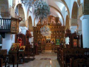 Иконостас и реликвии монастыря