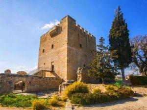 Крепость располагается в 10 км западнее Лимасола