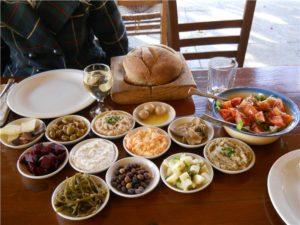 В основе гастрономических традиций курорта находится греческая кулинария