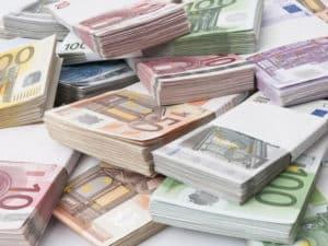 Ввозить на остров разрешено десять тысяч евро на человека