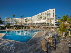 Leonardo Plaza Cypria Maris Beach Hotel & Spa 4*